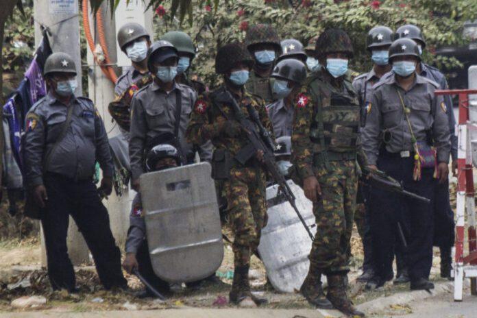 মিয়ানমারে বিক্ষোভ : নিরাপত্তা বাহিনীর গুলিতে ২ জনের প্রাণহানি